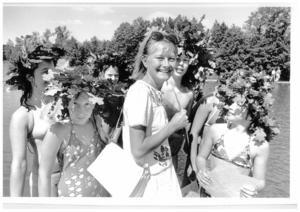 Monica Zetterlund förevigad på hemmaplan vid Yngern vid simskolan , förmodligen vid Hökmossbadet i början på 80-talet. Var du med? Hör av dig till LT!
