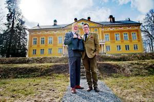 Peter Flack och Johan Wiberg kommer till Kräcklingegården och berättar om Trystorps slott.