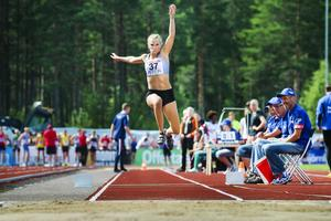 Madeleine Nilsson gjorde personbästa med ett hopp på 12.92 meter.