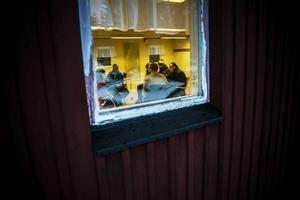 Den grupp på cirka 30 personer som protesterat samlades till ett möte med Migrationsverket. Efter det mötet var de asylsökande av den uppfattningen att de fått ett löfte att förflyttas inom tre månader.