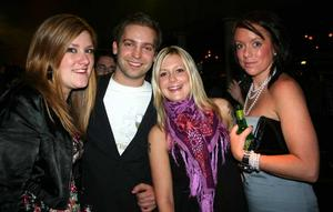 Blue Moon Bar. Emma, Nicklas, Ewy och Linda