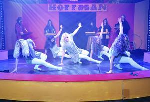 Dansarna bjöd på flera nummer.