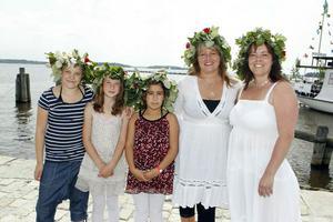 Midsommarfirare. Rebecca Ljungqvist, Sofia Svedin, Neslihan Yuksen, Anita Liljeros och Nina Liljeros tänker fira på Östra Holmen.