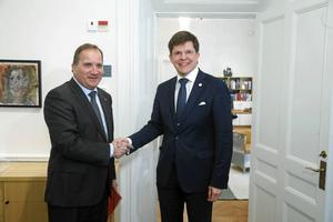 Stefan Löfven har inte fått talmannens uppdrag att sondera förutsättningarna för att bilda regering. Inte än i alla fall.
