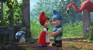 Mossigt i trädgården. Gnomeo och Julia.