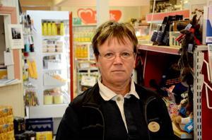 Lilly Aronsson jobbar på butiken i Valsjöbyn. Hon ser uppenbara konsekvenser för byn, och affären, om bageriet tvingas till nedläggning. Byn kan tappa många ungdomar.