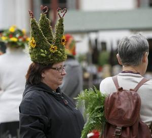 MOSSHATT. Laila Fälth Jansson från Ockelbo hade skapat den här kronliknande hatten.
