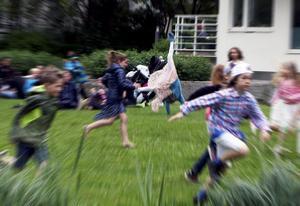 Det finns många barn som tvingas stanna hemma medan klasskompisarna försvinner i väg. Det vill Vänsterpartiet försöka ändra på. Foto Hasse Holmberg / TT