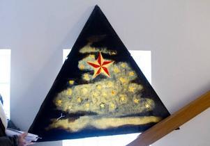 En trekant med målad stjärnhimmel från första graden har lämnats kvar. Triangeln har använts vid ritualer.