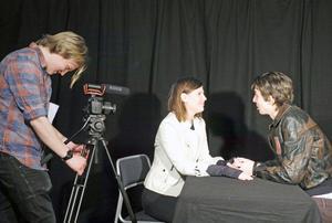 Arvid Swedrup, Hanna Embretsén och Casper Ingels spelar in sin egna Star Wars-film i Falun och Leksand.