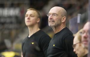 Ensam. Bert Robertsson (till vänster) hoppade av för elitserielaget Skellefteå. Mats Waltin har än så länge inte fått någon kollega. Foto: Per Groth/Arkiv
