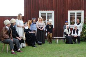 Prästen Prosperius, spelad av Lasse Feldtblad, har kungliga trolldomskommissionens uppdrag att avgöra om Kerstin är en häxa.