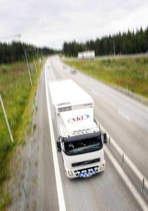 Snabba vägtransporter är viktiga för glesbygden.Foto:håkan luthman