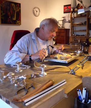 Den senaste tiden har Bernd Janusch arbetat mest i silver och titan.