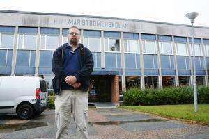 Martin Löf och Kommunistiska partiet är inte välkomna in på Hjalmar Strömerskolan.