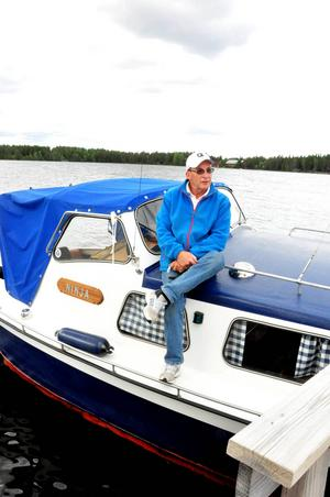 John-Olof Mannberg hade tagit båten från Hoverberg redan under fredagen för att vara med på båtens dag. Övernattade gjorde han i Vattjom.   Båten är en snipmodell och är trettio år gammal.