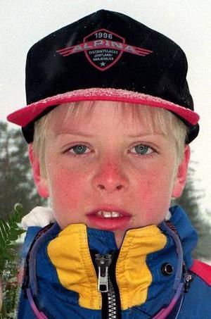 En elva år gammal Lars Nelson tittar för första gången in i en pressfotografs kameralins.