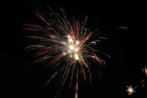 Fyrverkerier över Surahammar på nyårsnatten.