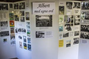 På fotoutställningen får Albert Viksten berätta med egna ord om sitt liv.