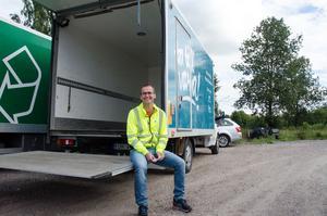 Magnus Fridolfsson, chef på Borlänge Energis återvinningscentral Fågelmyra, menar att många av Borlänges invånare tycker att det är för långt att åka till Fågelmyra för att återvinna sitt avfall. Därför anordnar man återvinningsturnén Fågelmyra on tour – för att ta återvinningscentralen närmare invånarna.