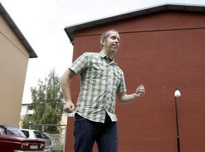 Gävlekonstnären Rolfcarlwerner har fått det ärofyllda uppdraget att utsmycka de nyrenoverade husen på Öster.