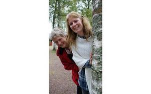 Liisa Haglund, demenssjuksköterska och Marita Bergman, anhörigsamordnare är initiativtagare till sommardansen som arrangeras för andra året.FOTO: ANGELICA LINDVALL