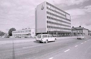 I samband med att stadshuset invigdes pågick en debatt om huruvida det hade byggts på  ofri grund eller inte.
