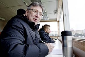 Domarveteranen Leif Sundell från Borlänge observerar hela domarteamet på uppdrag av Svenska Fotbollförbundets räkning. Idag har han extra fokus på Najah Alhamaidah. Efter matchen är hans omdöme: