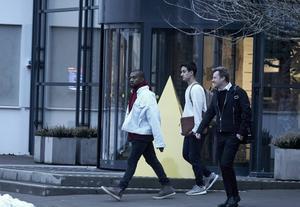 Rapparen Kanye West besökte Ikea i Älmhult på tisdagen. Här ses han efter att ha lämnat varuhuset.   Foto: Hans Runesson/TT