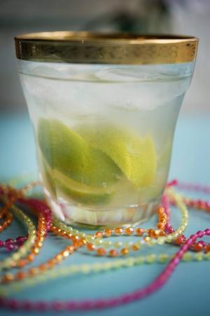 Fira fotbolls-VM med en caipirinha, en frisk och läskande drink.
