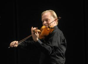 Lasse Bertilsson är en av musikerna.
