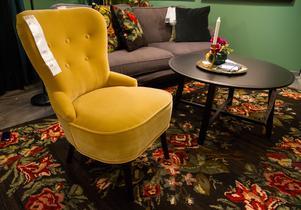 Det blommar på Ikea. Härliga höstfärger i trendrummet där Elisabet och Annsofi tagit ut svängarna en aning.