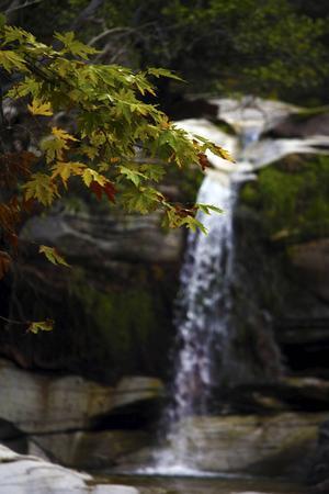 Under jeepturer på de många grusvägarna i bergen kan man hitta vackra vattenfall.   Foto: Johan Öberg