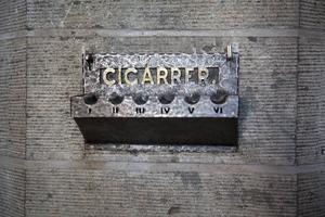 Cigarrhållare på rådhuset. När herrarna i rättsalen behövde rast steg de bara utanför dörren för att röka sina tjocka cigarrer.