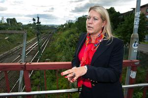 Infrastruktur Catharina Elmsäter-Svärd (M) kan vid sitt besök i Borlänge utlova att pengar kommer till satsningar i Bergslagen.