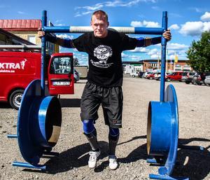 Patrik Stigenberg från Hudiksvall tävlar i strongman. Nu är han uttagen till VM i Finland.