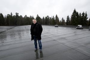 Mijötak. Thomas Wallin, förvaltare på Kungsleden, visar taket som via en kemisk process neutraliserar koldioxiden i luften.Foto: Per G Norén