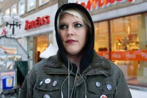Sandra Backman, Östersund– Helt vansinnigt. Att eftersöka folks identitet får man ju inte göra i andra sammanhang så varför skulle företagen få göra det nu? Dessutom är det ju svårt att veta att den som har ip-adressen är den som laddar ner.