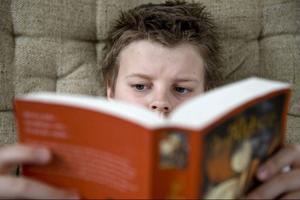 Läsning har varit en svensk paradgren, men läsförståelsen tycks nu ha försämrats bland svenska 15-åringar. Det här visar den årets Pisa-rapport, som känns katastrofal med svenska mått mätt.