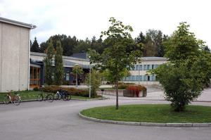 HÖGBERGSSKOLAN. Skolans rektor Odd Johnsen och kommunens produktionschef Peter Björebo ska diskutera elevernas protest nästa vecka.