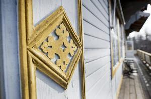 Vackra detaljer finns överallt på exteriören, och dessa måste bevaras i och med att huset är Q-märkt.