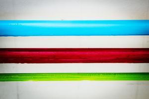 Vattenrören har målats i olika färger.