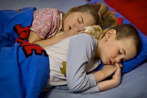 Av de 34 barn som ingick i undersökningen vaknade bara 2 av dem varje gång som brandvarnarens siren aktiverades.