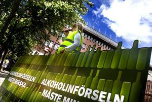 Höll tal. Politikern Vivi-Anne Lovelock höll ett apelltal i Geislerska parken i onsdags. Foto: Lars Dafgård