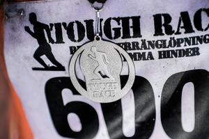 Medalj väntar för alla löpare i målfållan.