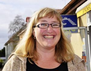 Carina Holmbäck, Strömsund:– Jag tycker att man bombarderas med information så här före valet, det blir alldeles för mycket. Man orkar inte ta in det, det borde spridas över åren. Jag hoppas i alla fall på en rödgrön röra.