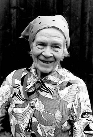 """Längst bak i """"Min mormors historia"""" finns plats för läsaren att skriva ner berättelsen om sin egen mormor. LT:s recensent blev inspirerad att skriva om mormor Märta: """"Min mormor tog nästan ingen plats alls, men i mitt hjärta finns hon bevarad för evigt.""""Foto: Catarina Lndström"""