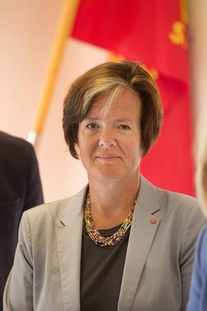 Socialminister Carin Jämtin (S)   Butlers i tunnelbanan var ett vallöfte 2010. Nu får hon chansen!