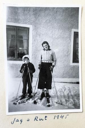 Ritva med sin nya storasyser Rut i Hedeviken.