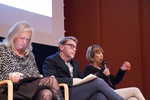 Regionrådet Eva Lindberg (S) som leder Gävleborgs förhandlingsgrupp tillsammans med Roger Molin från SKL och utredaren Barbro Holmberg.